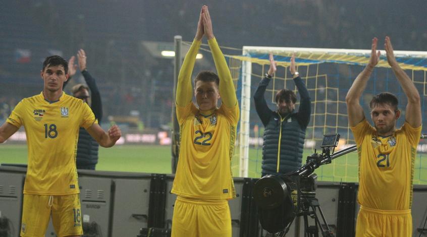 Футболісти збірної України привітали вболівальників із наступаючим Новим роком (Відео)