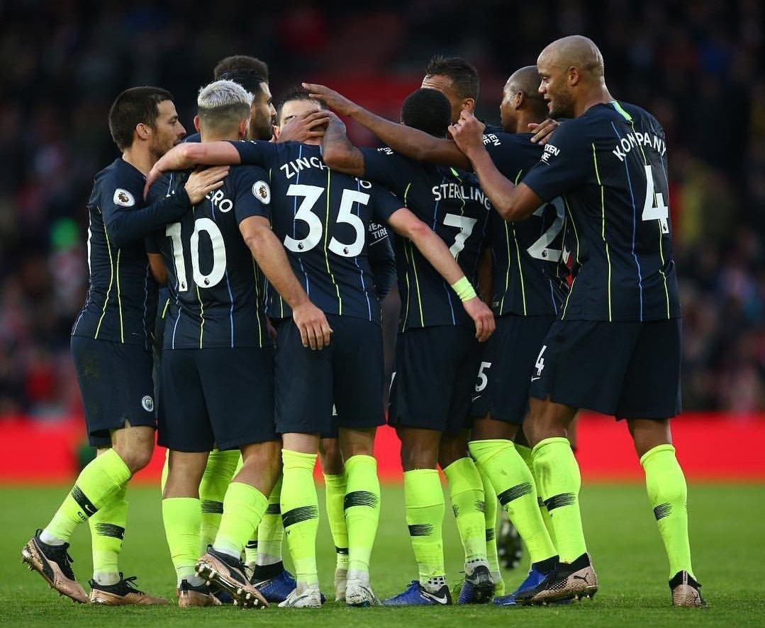 "Фото дня: игроки ""Манчестер Сити"" поддержали Александра Зинченко - изображение 1"