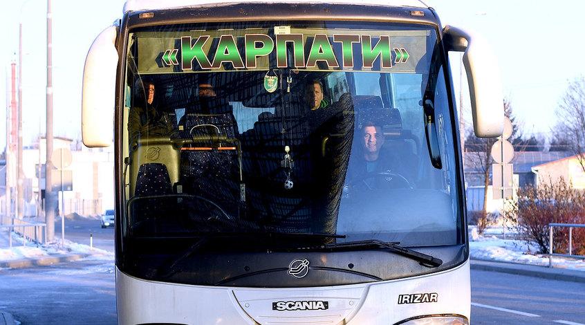 """Матч """"Карпаты"""" - """"Львов"""" был приостановлен из-за пиротехники (Фото)"""