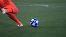 Как разрядить обстановку после грубого фола, или необычный способ решить футбольный конфликт (Видео)