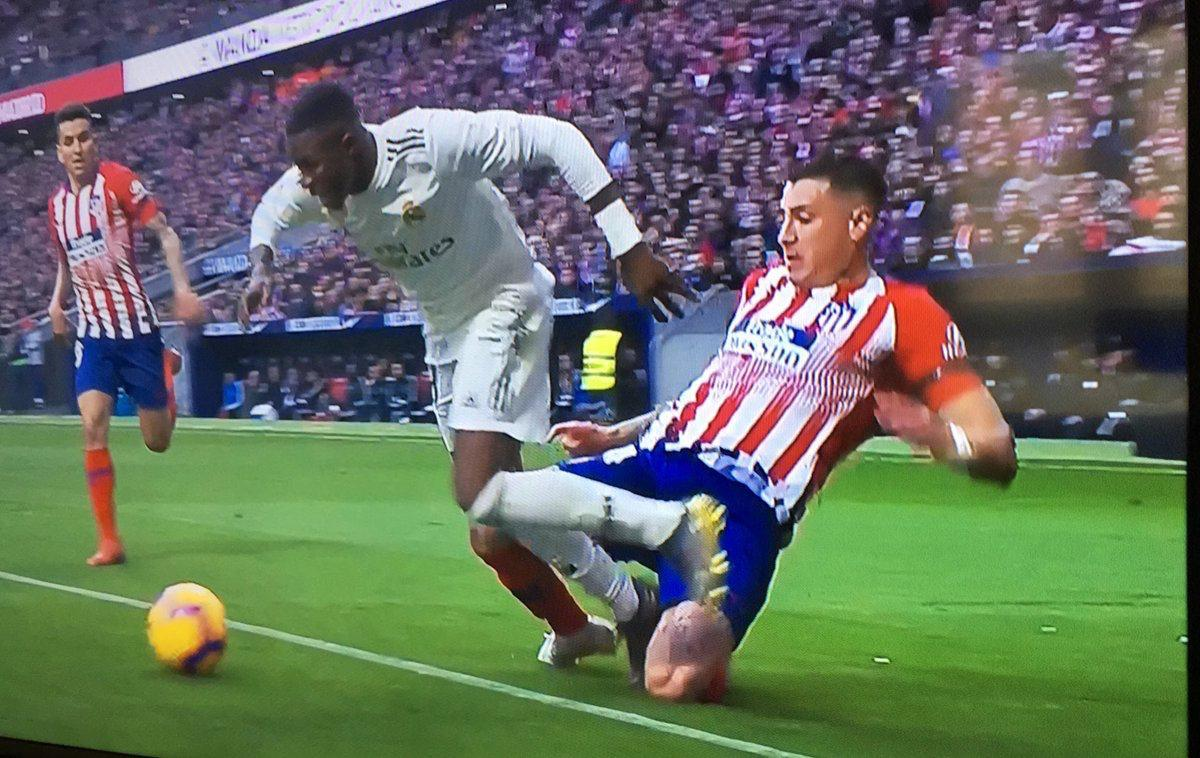 бавария ливерпуль прогноз Pinterest: «Атлетико» опубликовал фото спорных моментов матча с