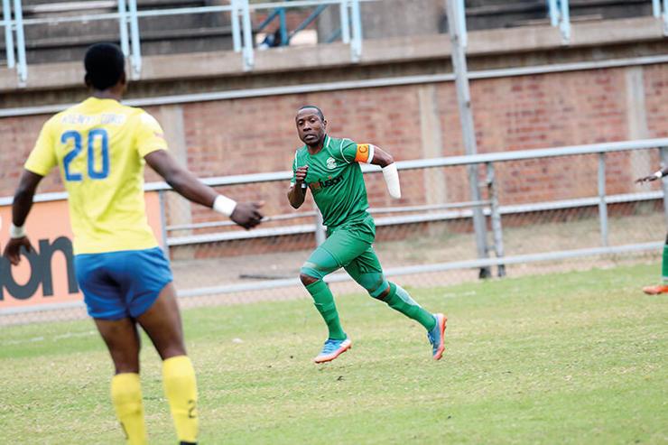 Хардлайф Звирекви: история игрока сборной Зимбабве, который потерял руку и вернулся в футбол - изображение 1