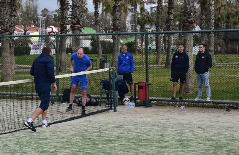 Тренерский штаб молодежной сборной Украины преподал урок Бабичу и компании - изображение 1