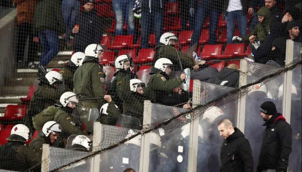 """Как греческие полицейские избивали болельщиков """"Динамо"""" (Фото, Видео) - изображение 1"""