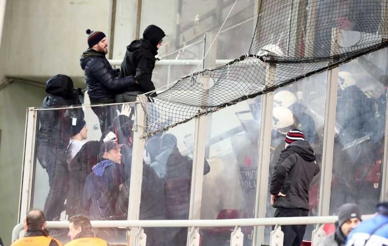 """Как греческие полицейские избивали болельщиков """"Динамо"""" (Фото, Видео) - изображение 2"""