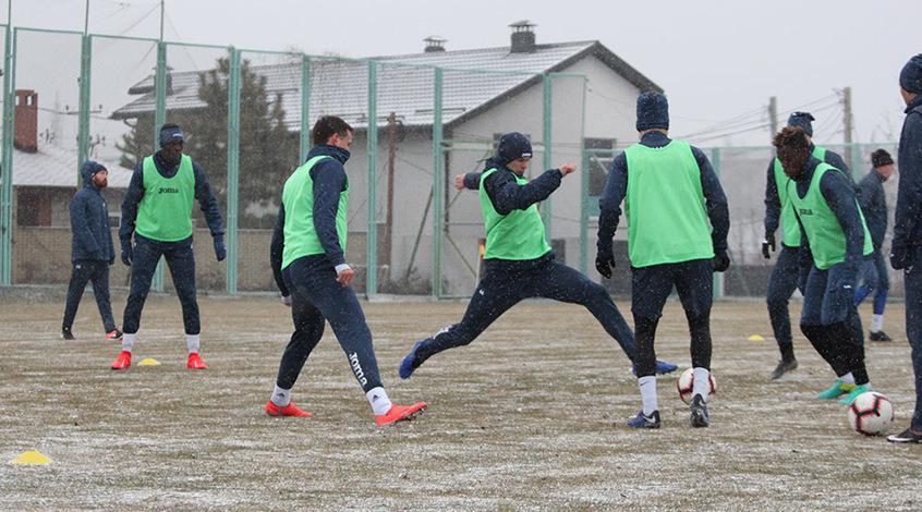 Вячеслав Шевчук взял в Мариуполь 20 игроков: без Сондея и Кравчука