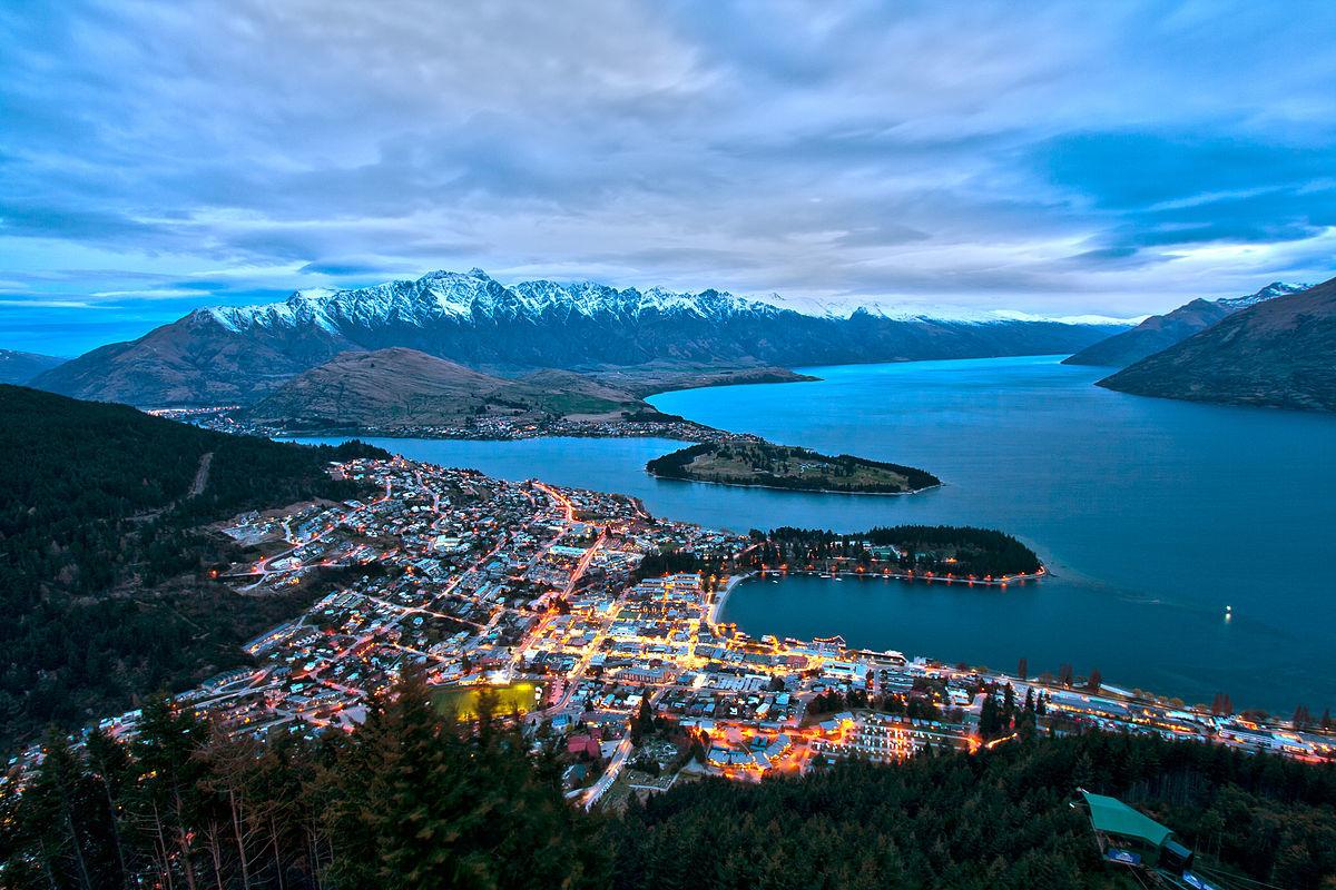 Фото дня: футбольное поле в Новой Зеландии с видом на горы - изображение 2