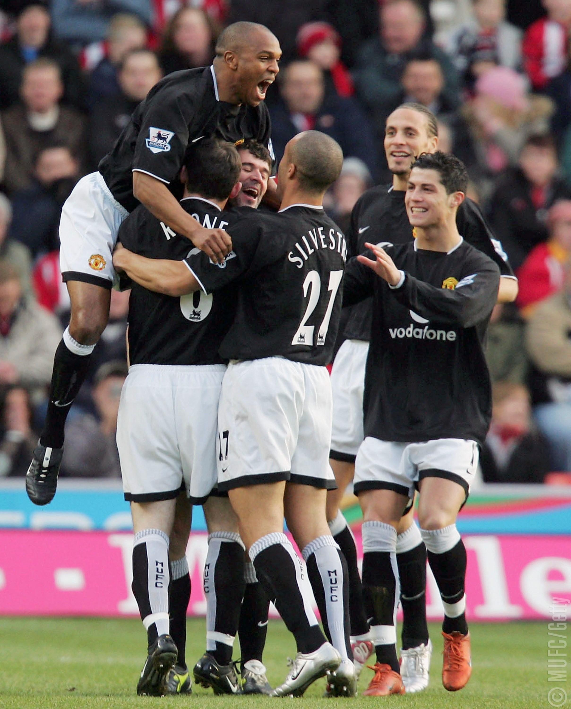 """Фото дня: 14 лет назад Рой Кин забил свой последний гол за """"Манчестер Юнайтед"""" - изображение 4"""