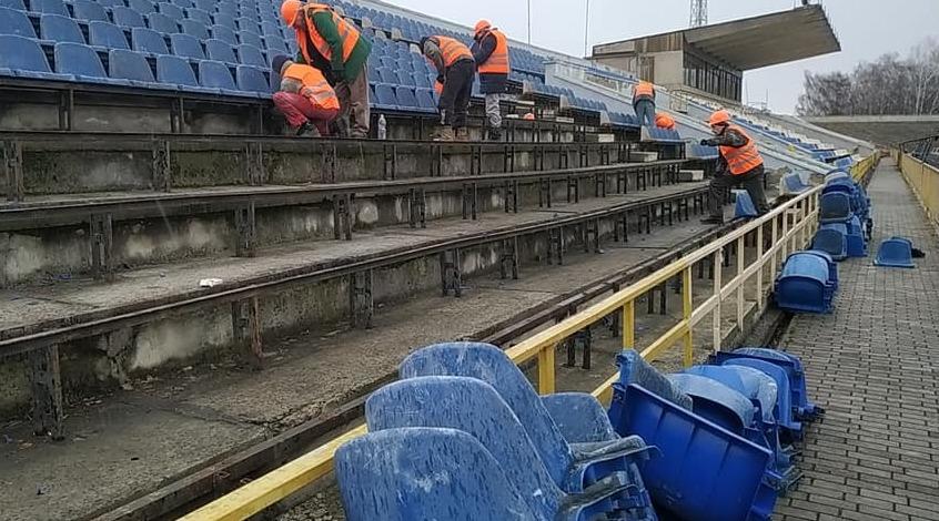 """У Рівному розпочалися роботи з реконструкції стадіону """"Авангард"""" (Фото)"""