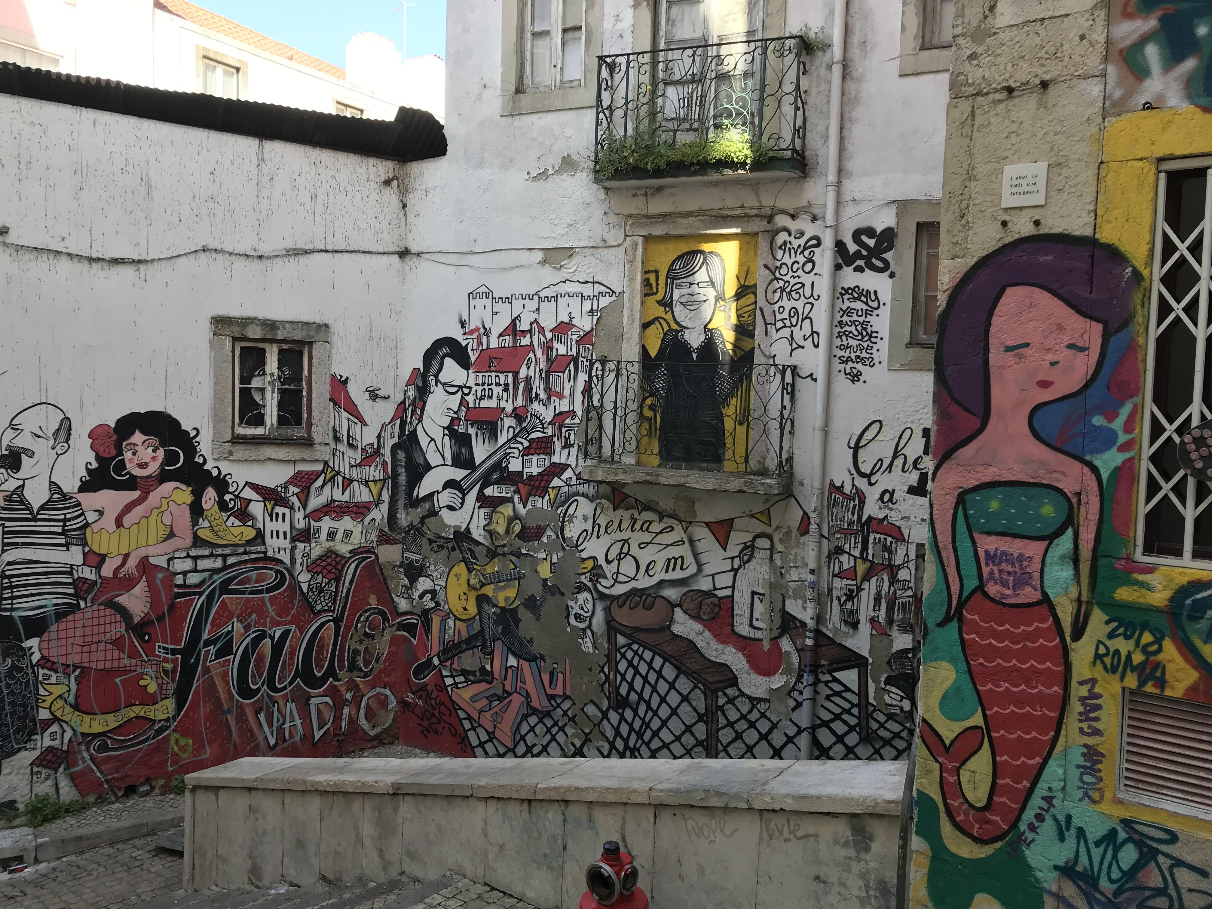 Лиссабонские зарисовки: город контрастов, охота на Роналду и развлекательное шоу на стадионе - изображение 3