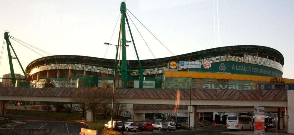 Лиссабонские зарисовки: город контрастов, охота на Роналду и развлекательное шоу на стадионе - изображение 7
