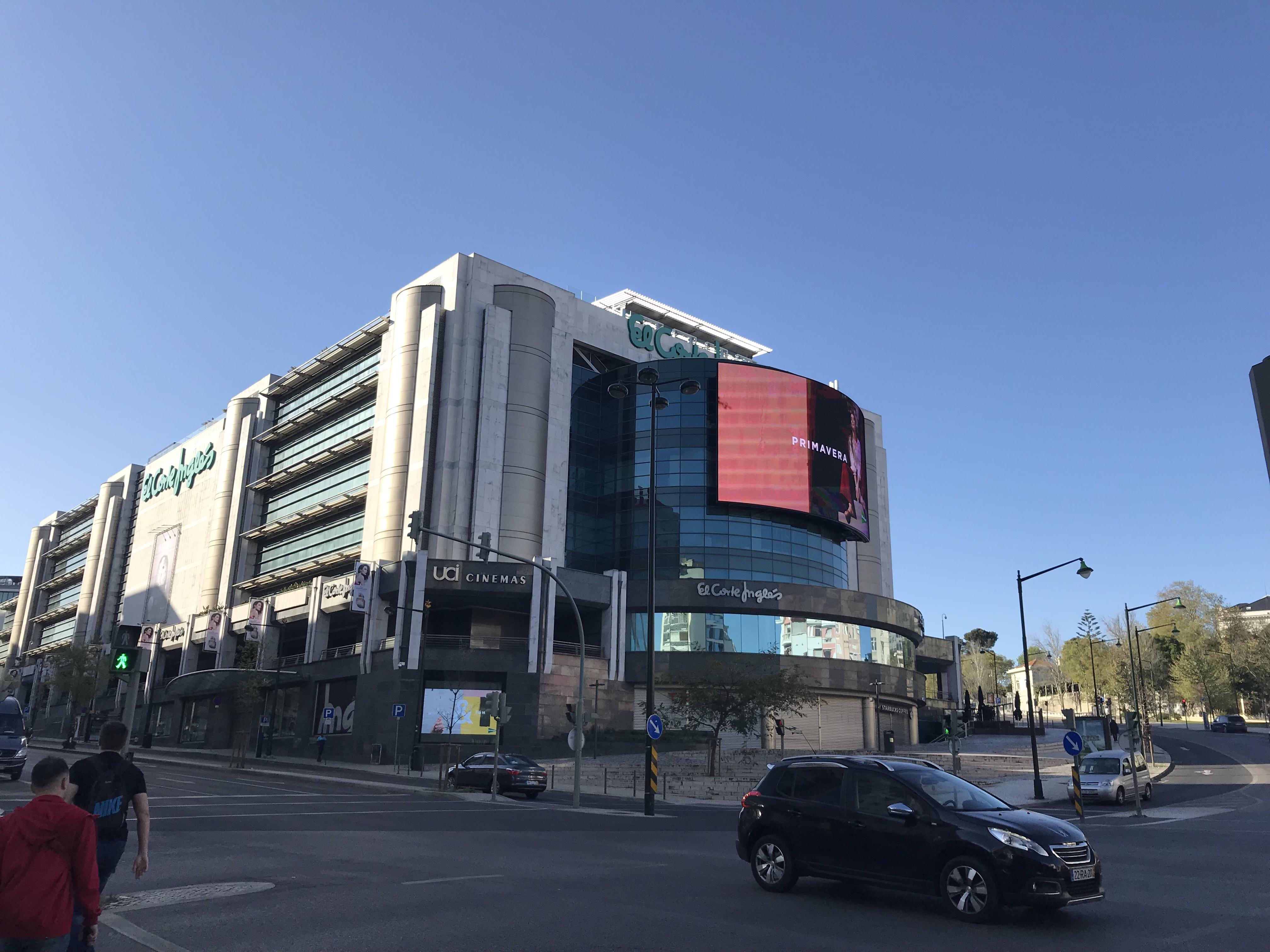 Лиссабонские зарисовки: город контрастов, охота на Роналду и развлекательное шоу на стадионе - изображение 26