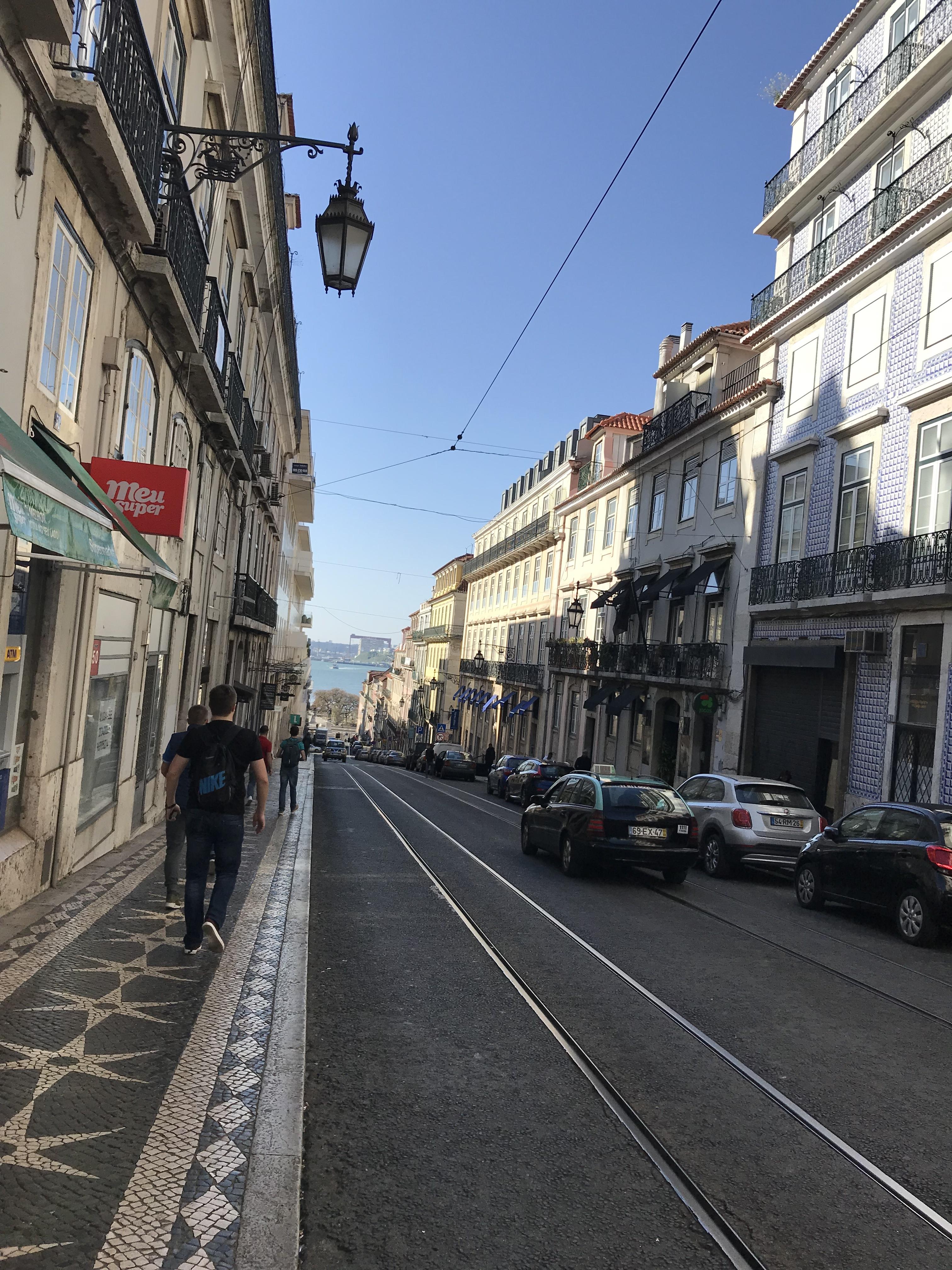 Лиссабонские зарисовки: город контрастов, охота на Роналду и развлекательное шоу на стадионе - изображение 29