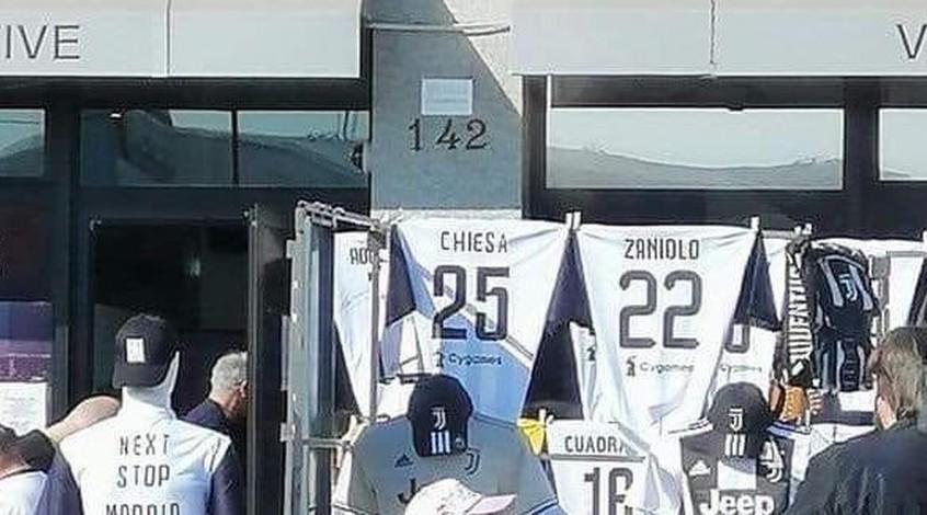 В Турине уже продают футболки с фамилиями Дзаньоло и Кьезы (Фото)
