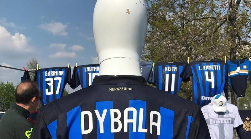 В Милане начали продавать футболки с Пауло Дибалой (Фото)