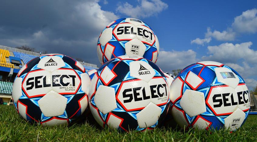 """Футболісти """"Прикарпаття"""" задоволені м'ячами Select, хоча раніше виступали проти їх використання"""