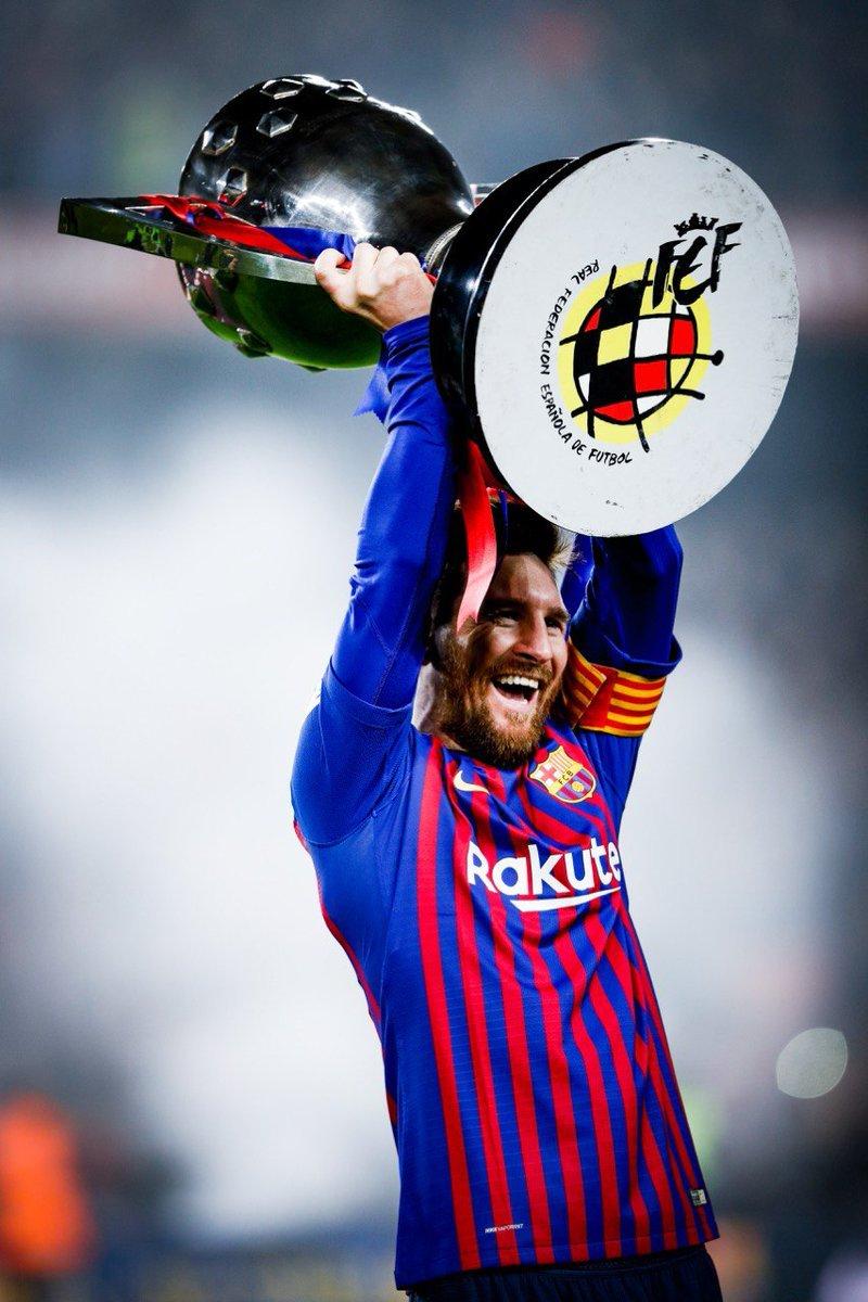 Фото дня: Лионель Месси в 10-й раз стал чемпионом Испании - изображение 1