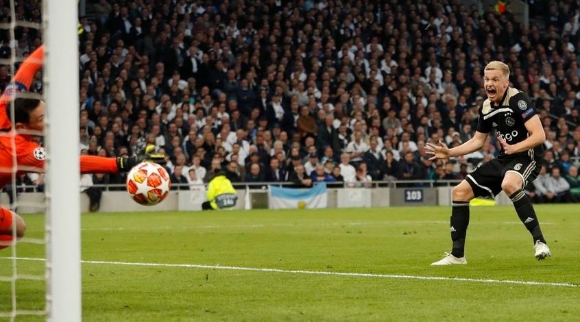"""Донни ван де Беек не уверен в том, что ему стоит переходить в """"Реал"""""""