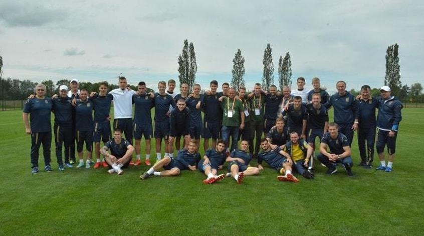 Збірна України (U-20) готується до ЧС-2019: автограф-сесія та перше заняття в Польщі