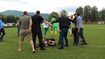 На Закарпатті жорстоко побили головного арбітра матчу