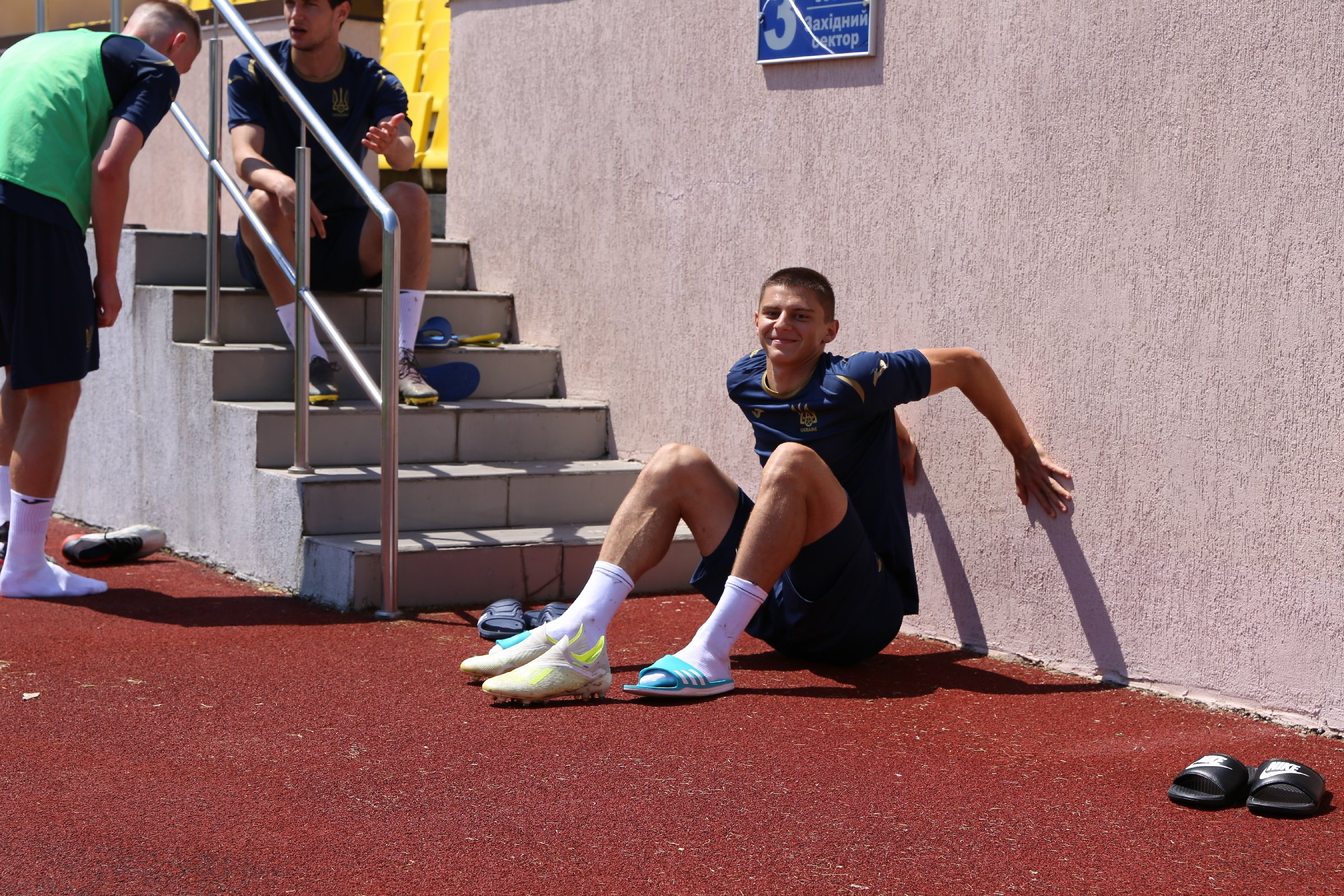 Збірна України: як пройшов перший день тренування у дворазовому режимі (Фото) - изображение 12