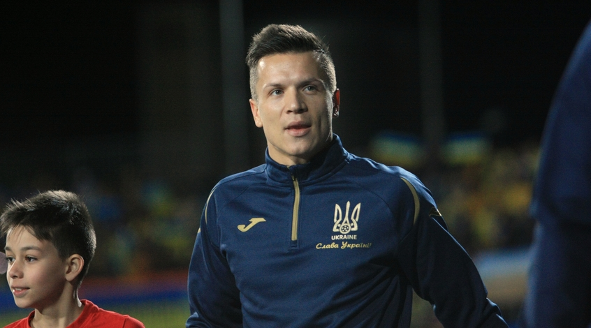 """Наставник """"Фенербахче"""" Эрсун Янал не хочет видеть в своей команде Евгения Коноплянку"""