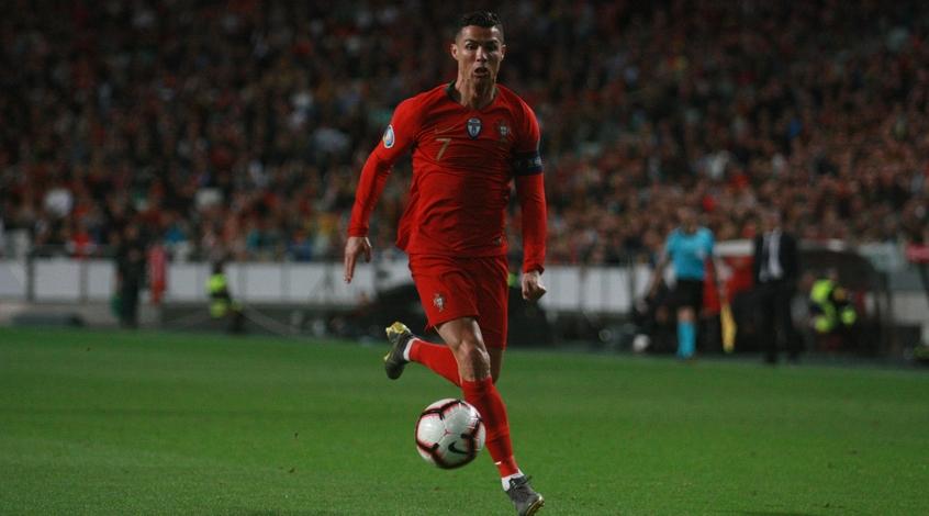 Криштиану Роналду остановил автобус сборной Португалиии для общения с 11-летним мальчиком