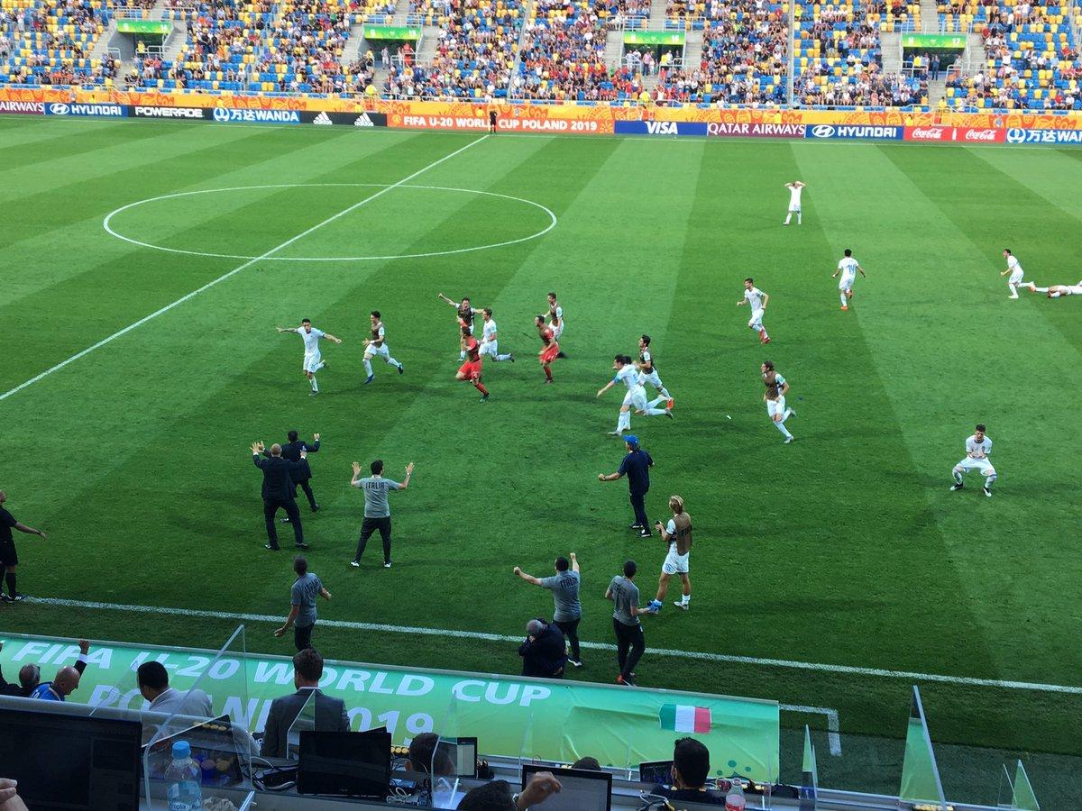 От сумасшедшей радости – до слёз: три фото матча Украина – Италия на чемпионате мира U-20 - изображение 1