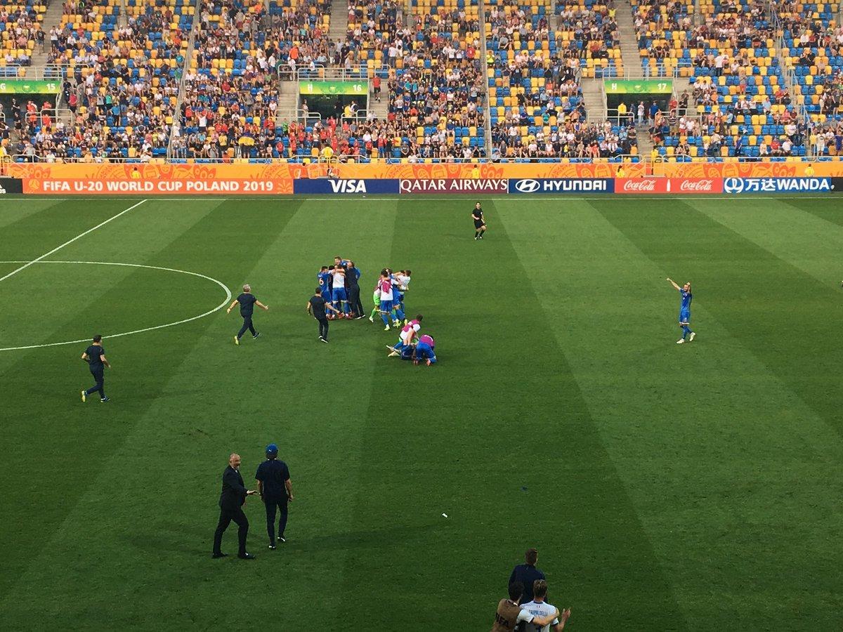 От сумасшедшей радости – до слёз: три фото матча Украина – Италия на чемпионате мира U-20 - изображение 3