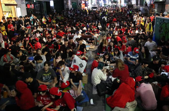Миллионы корейцев не спали, чтобы посмотреть финал с Украиной, страна сходила с ума (Фото) - изображение 2