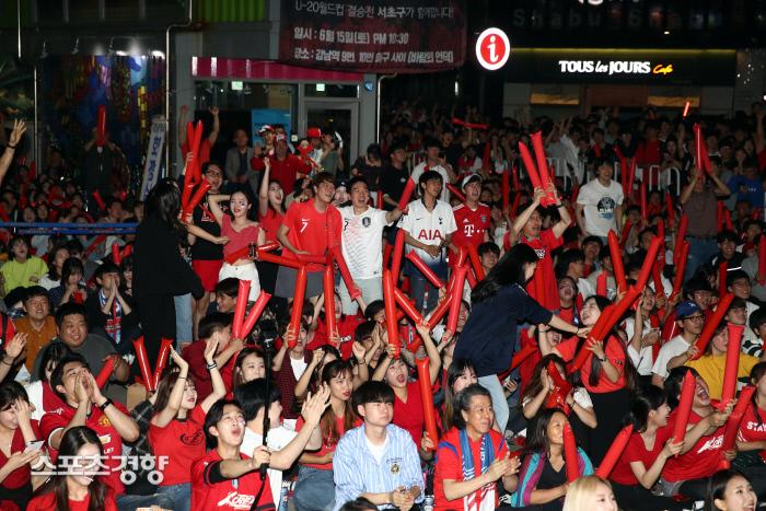 Миллионы корейцев не спали, чтобы посмотреть финал с Украиной, страна сходила с ума (Фото) - изображение 6