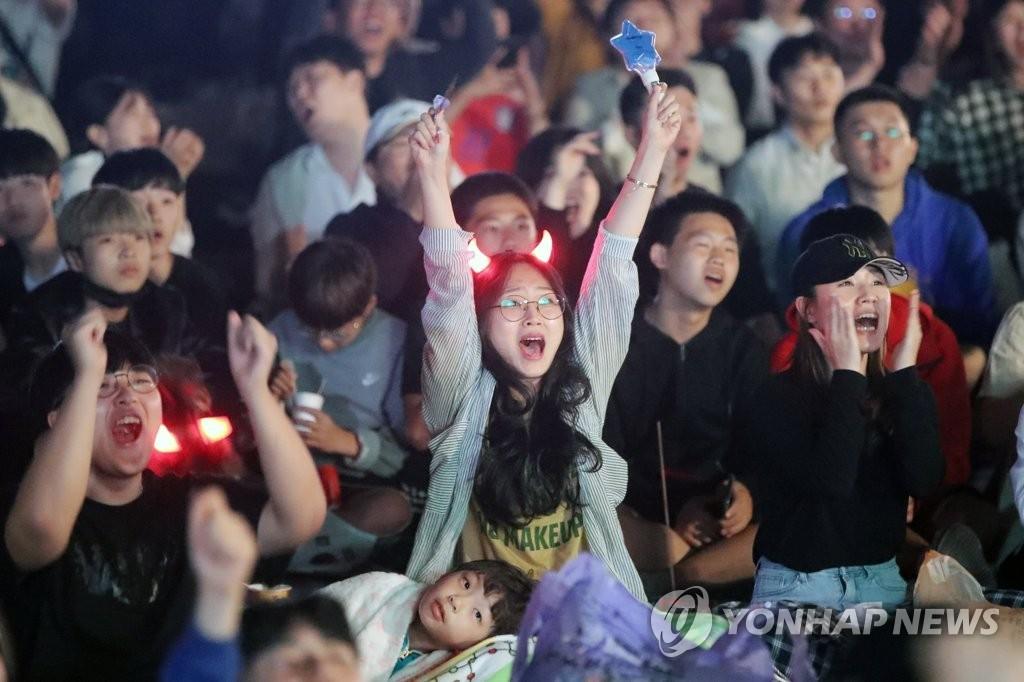 Миллионы корейцев не спали, чтобы посмотреть финал с Украиной, страна сходила с ума (Фото) - изображение 9