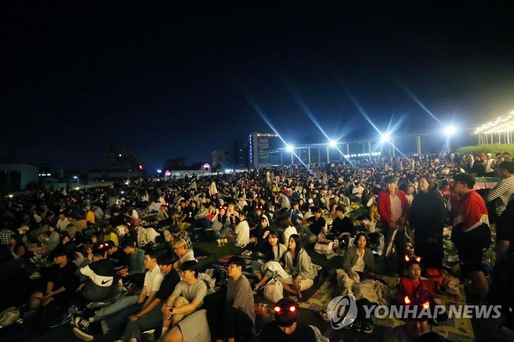 Миллионы корейцев не спали, чтобы посмотреть финал с Украиной, страна сходила с ума (Фото) - изображение 10