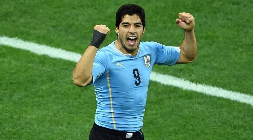 Луис Суарес последние два матча за сборную Уругвая играл с переломом кисти руки