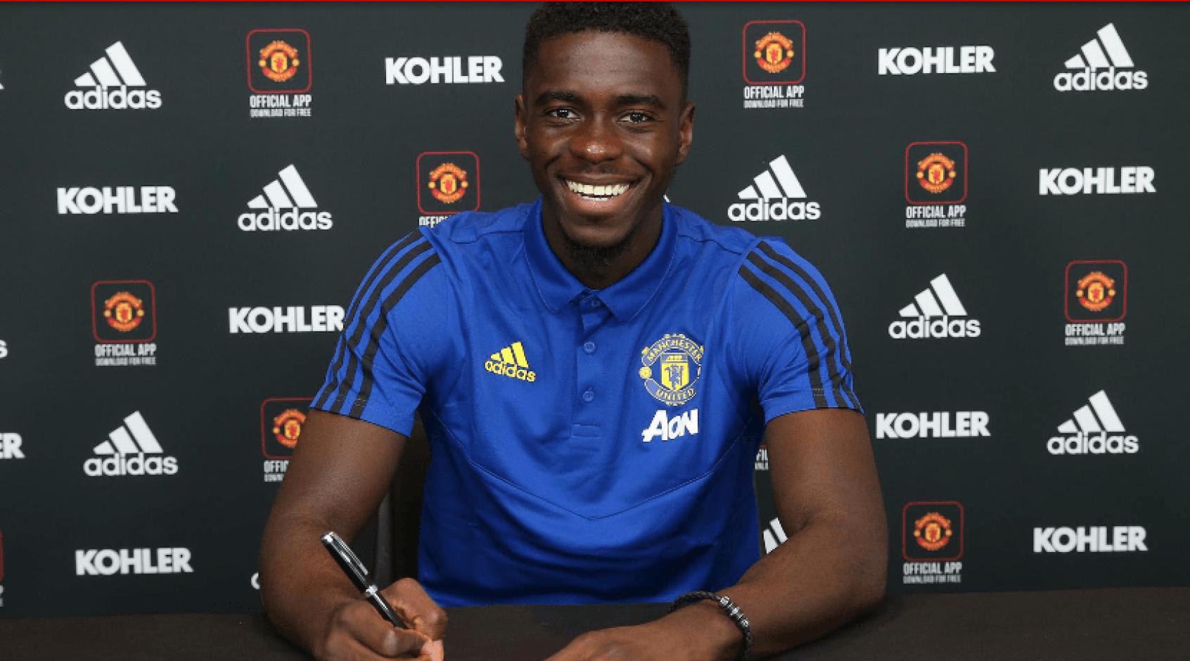 """Официально: """"Манчестер Юнайтед"""" продлил соглашение с Акселем Туанзебе"""