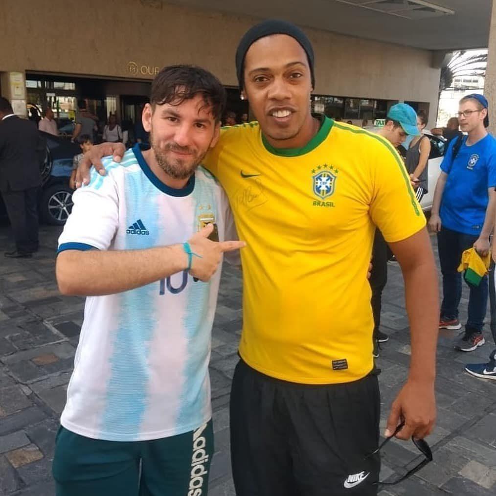 Фото дня: двойники Месси и Роналдиньо наконец-то встретились - изображение 1