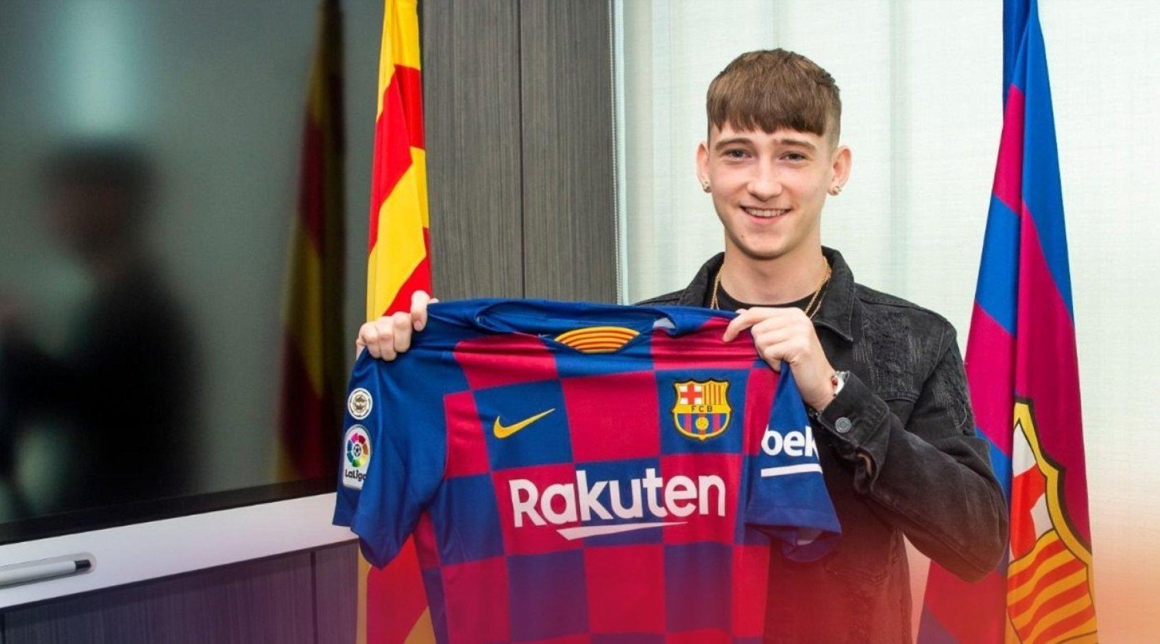 """Официально: """"Барселона"""" подписала 16-летнего нападающего Луи Барри"""