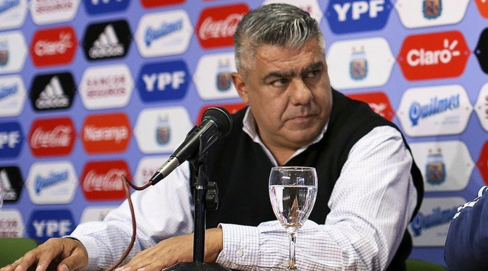 Президент Федерации футбола Аргентины Клаудио Тапиа исключен из совета ФИФА