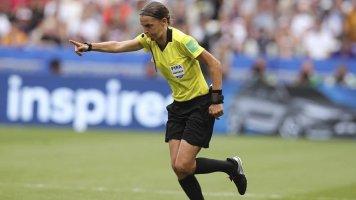 Матч за Суперкубок УЕФА обслужит судейская бригада во главе с женщиной-арбитром