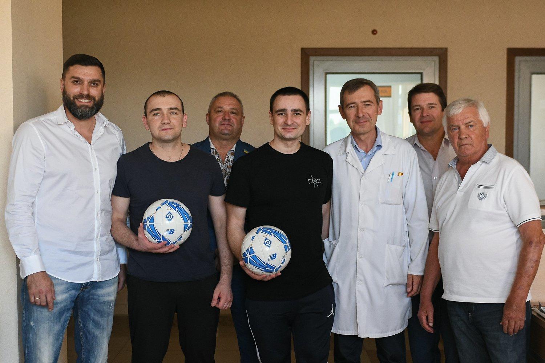 Динамовцы посетили моряков в Центральном госпитале Службы безопасности Украины - изображение 1