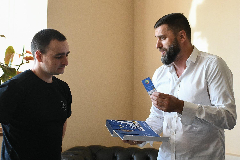 Динамовцы посетили моряков в Центральном госпитале Службы безопасности Украины - изображение 5
