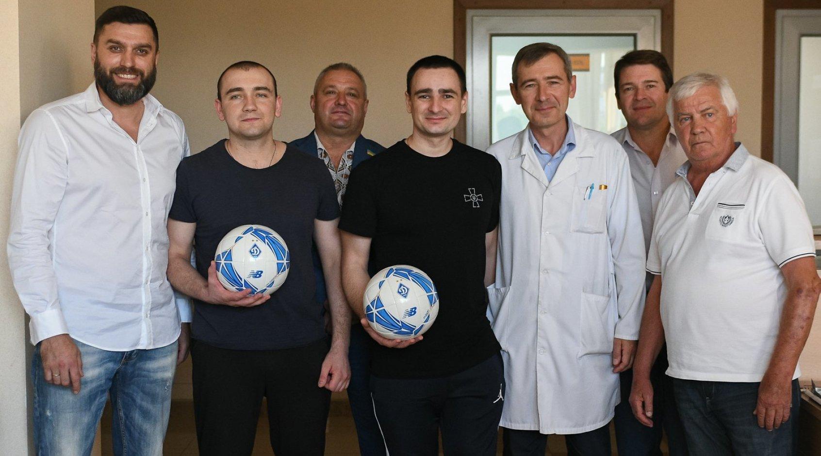 Динамовцы посетили моряков в Центральном госпитале Службы безопасности Украины