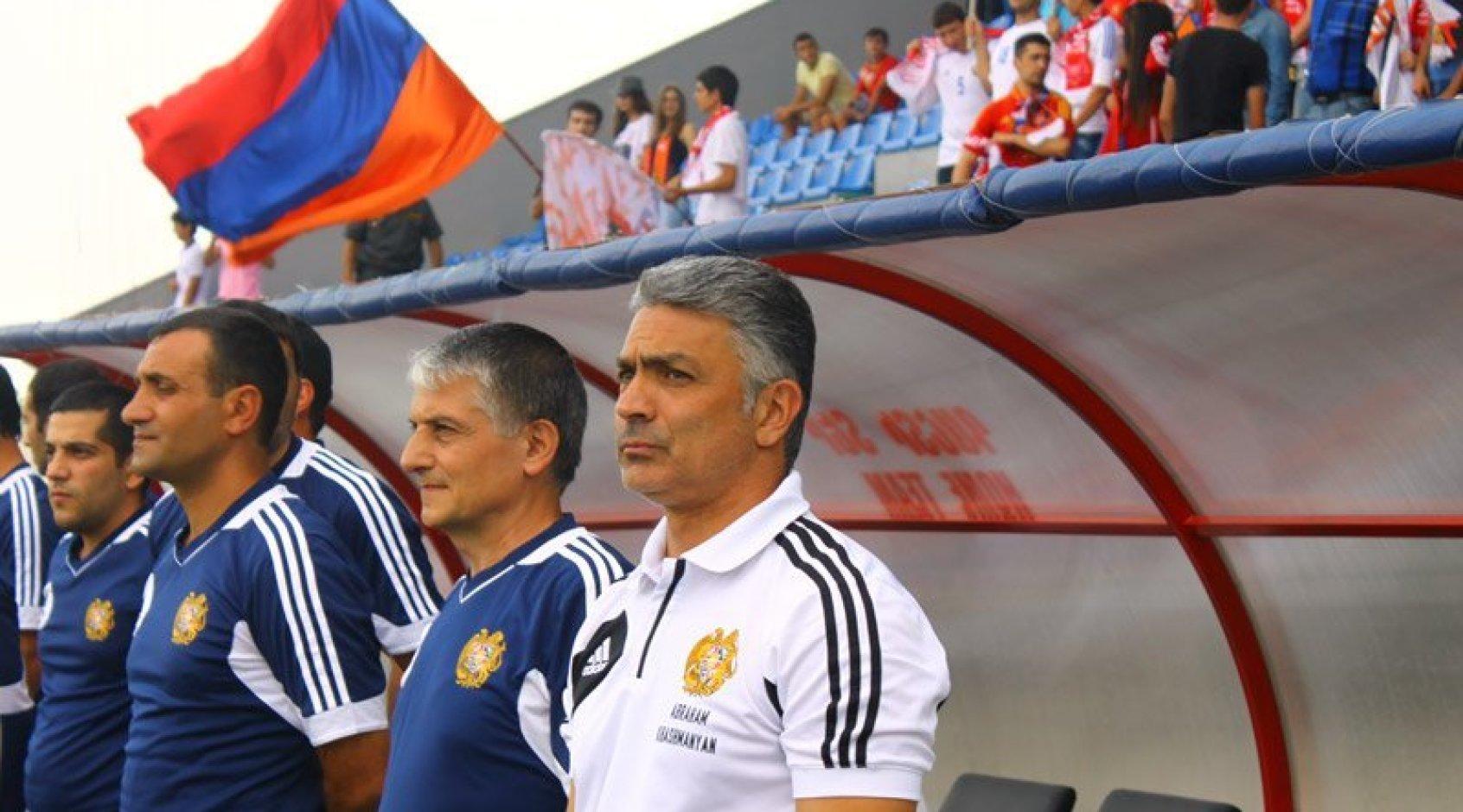 Тренер сборной Армении намекнул на готовность уйти в отставку после разгрома от Италии