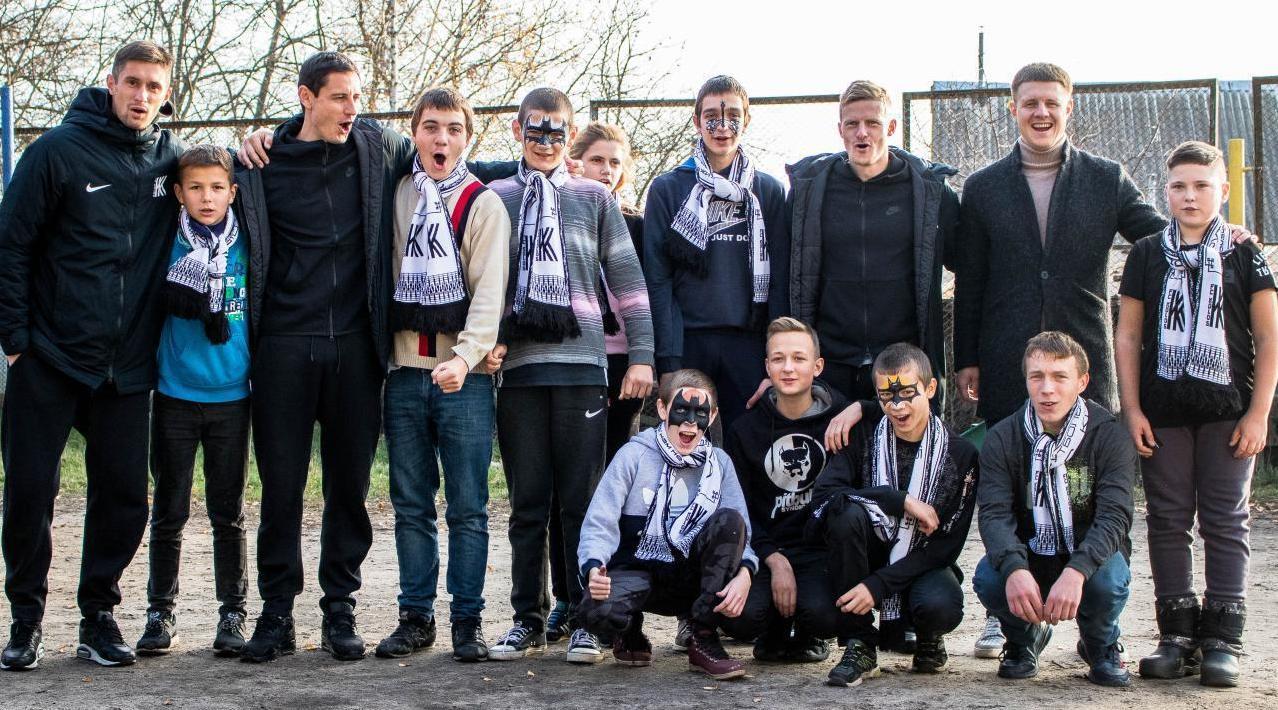 """Гравці """"Колосу"""" відвідали васильківську школу-інтернат"""