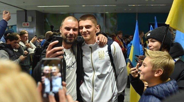 """Як збірну України зустрічали у """"Борисполі"""" (Фото)"""