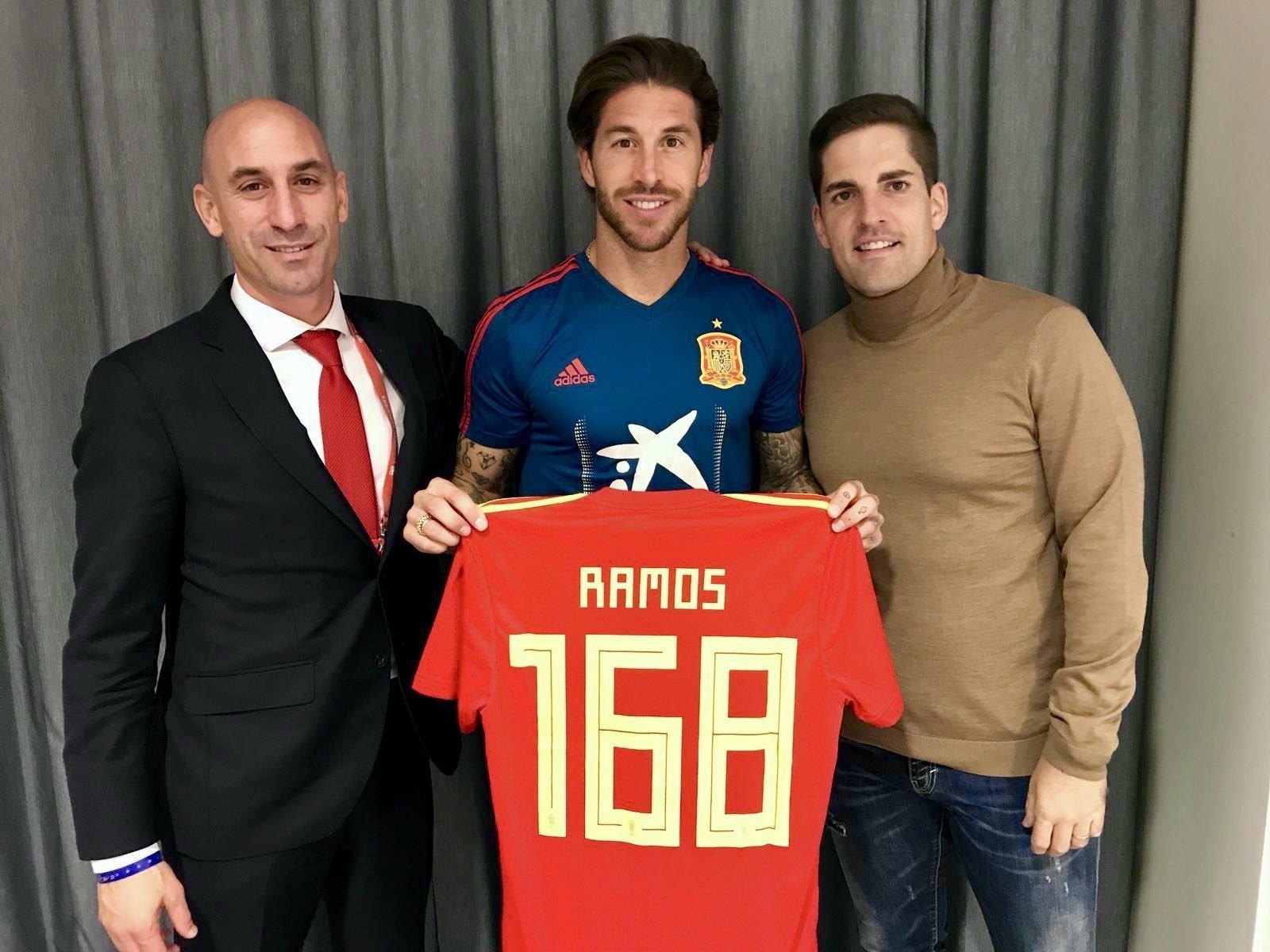 Возвращение Луиса Энрике в сборную Испании превратилось из фиесты в кризис - изображение 1