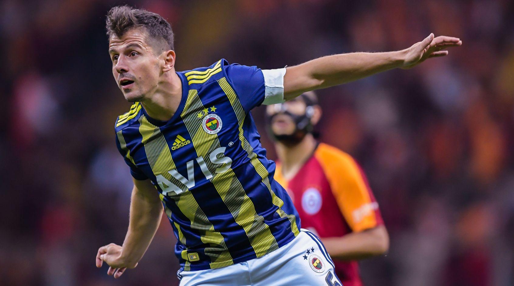 Эмре - первый игрок, забивавший в чемпионате Турции в четырех разных десятилетиях