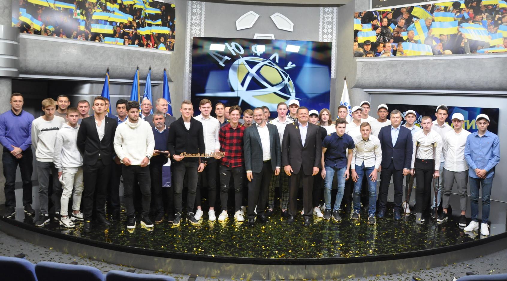 """Кращі юні футболісти України отримали """"Золоті м'ячі"""" ДЮФЛУ"""