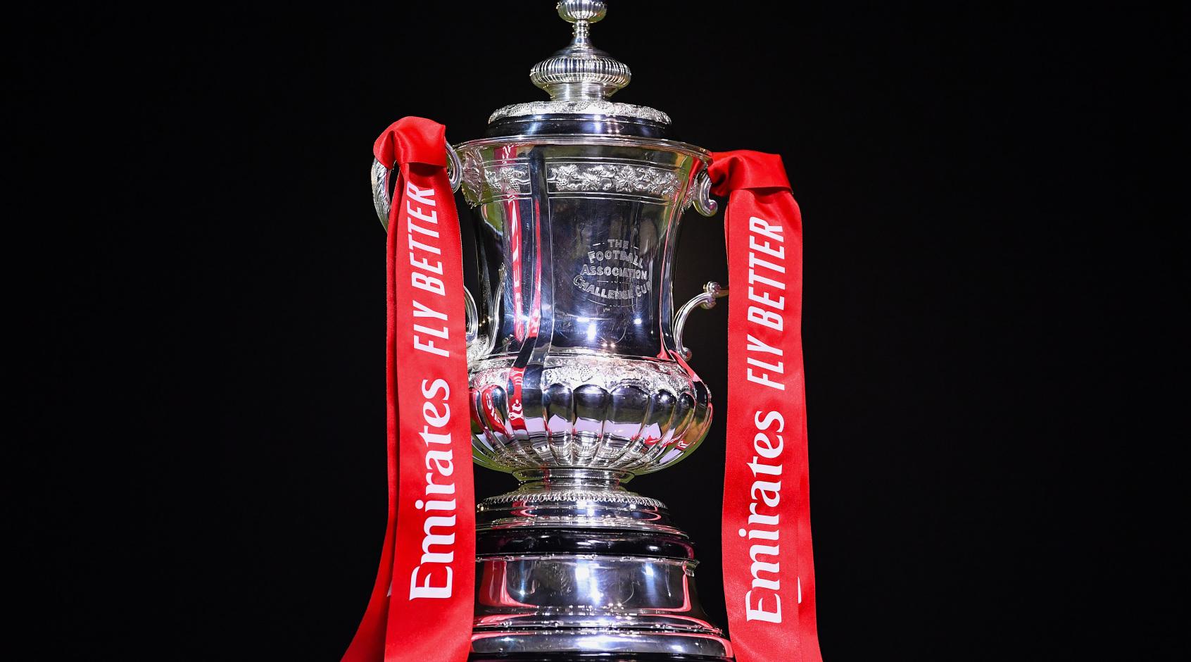 Кубок Англии: Обамеянг уронил трофей (Фото, Видео)