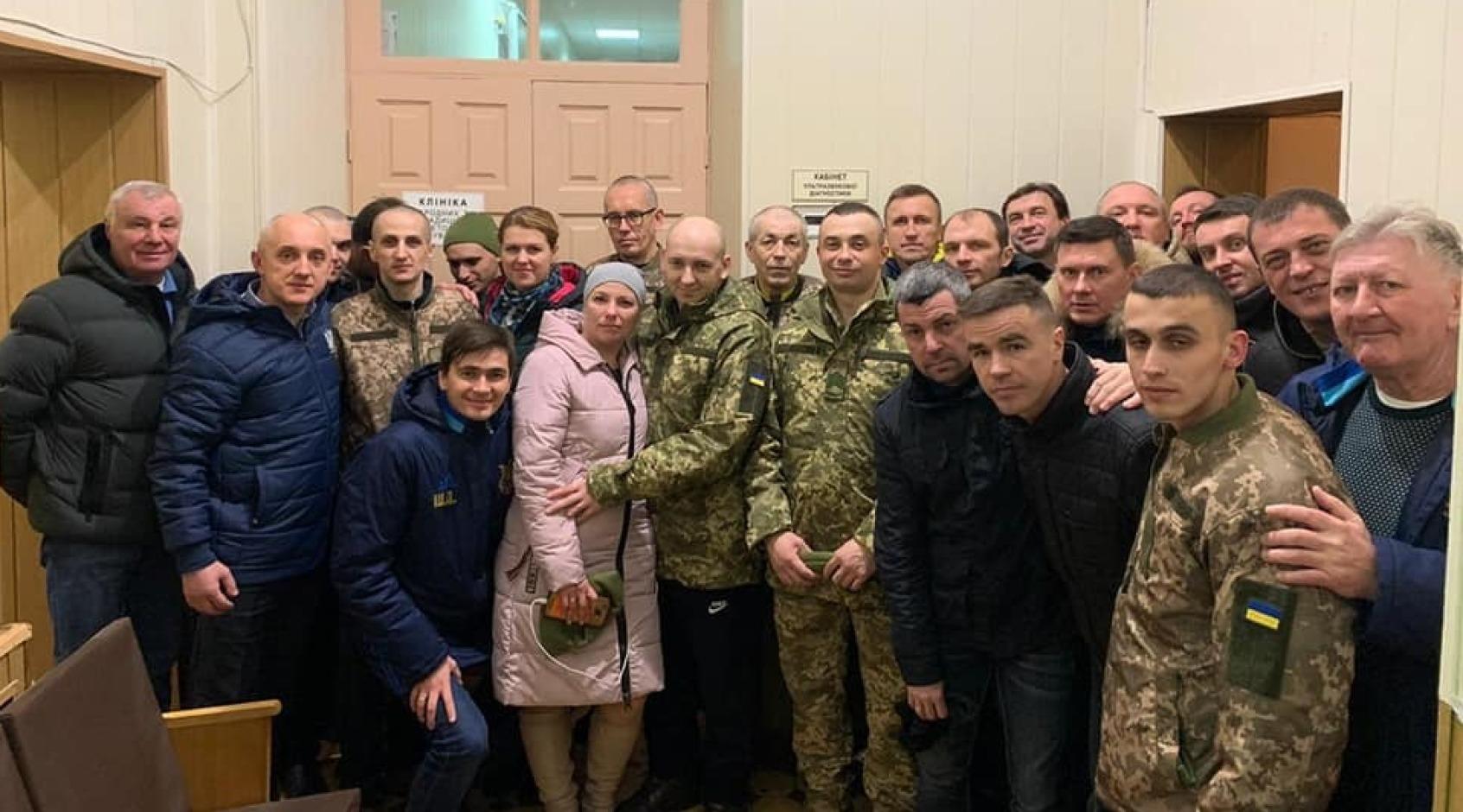 Збірна України серед ветеранів зустрілася зі звільненими полоненими (Фото)